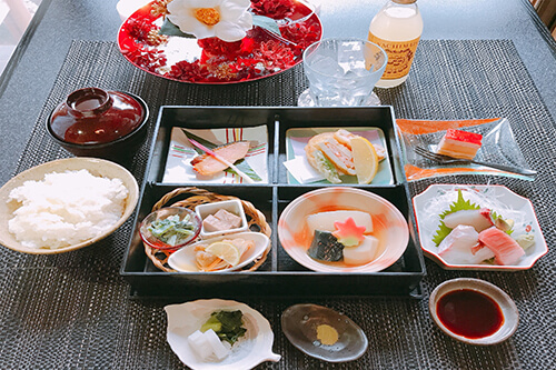 Komatsu's Daily Lunch with Free 1 Drink ¥2,700 ( Weekdays Only )