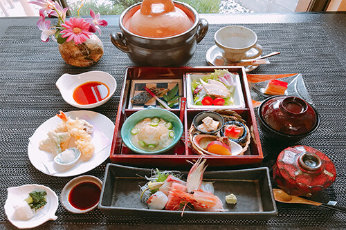 Shokado Komatsu ¥3,000 *Shokado-Style Compartment Lunch Box with Potted Rice.