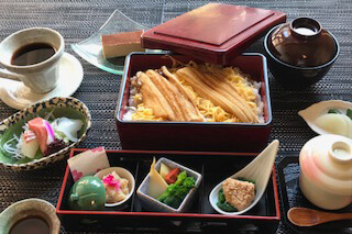 煮穴子重御膳 3,000円(税サ込)
