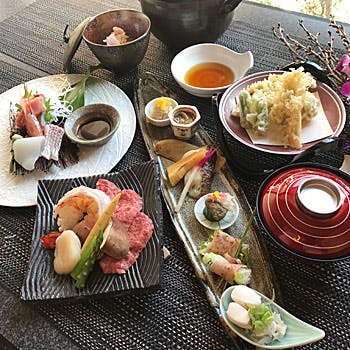 Omakase (Chef's special) Kaiseki Course ¥8,000 *The photos are for 10,000 yen course